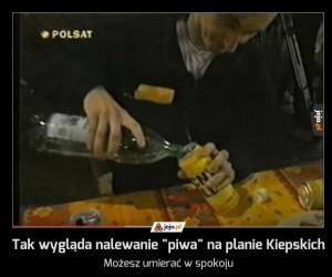 """Tak wygląda nalewanie """"piwa"""" na planie Kiepskich"""