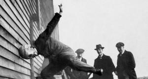 Test kasku futbolowego 1912 r.