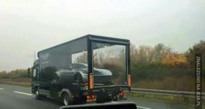 Oto jak się przewozi Aston Martina UK