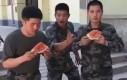 Jedzenie arbuza na czas