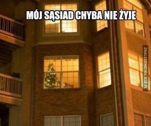 Choinka w oknie to zły znak