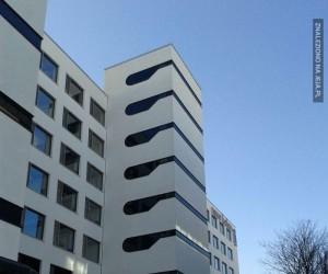 Ten budynek kogoś mi przypomina...