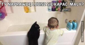 Ty naprawdę lubisz się kąpać, mały?