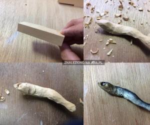 Rzeźbienie szprotki w drewnie