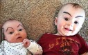 Dzieci z dorysowanymi brwiami