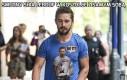 Smutny Shia Lebouf w koszulce z samym sobą
