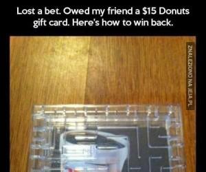Kwintesencja złośliwości. Oddanie długu w postaci karty podarunkowej