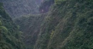 Droga do wioski w górach