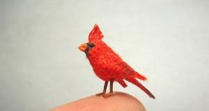 Kolekcja miniaturowych, ręcznie robionych, zwierzaków
