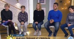 15-letni uchodźca ze swoimi kolegami z klasy