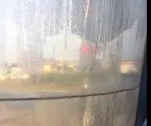 Gdy woda utknie między oknami w autobusie