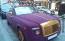 Rolls Royce pokryty aksamitem, ze złotymi elementami