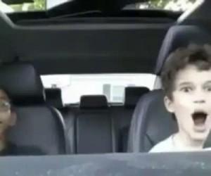 Autystyczne dziecko słyszy radio
