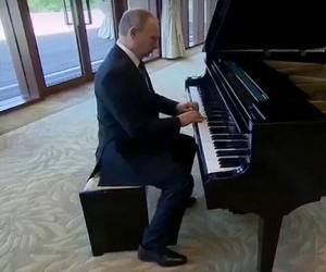 Rasputin na pianinie w wykonaniu Putina