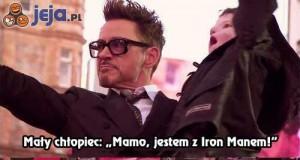 Iron Man cieszy dzieci