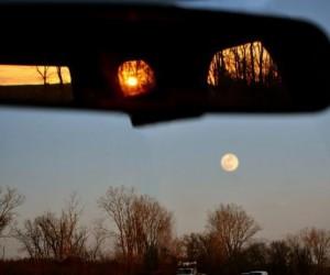 Zachód słońca i Księżyc