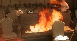 Brawurowy ratunek kota z pożaru