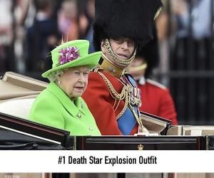 Zrobili sobie z królowej green screena...