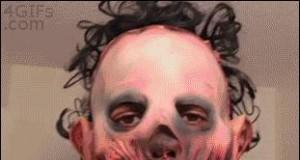 Żart z maską