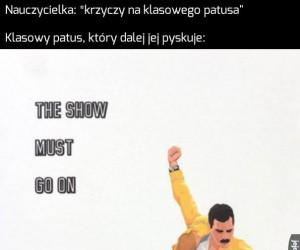 Show musi trwać