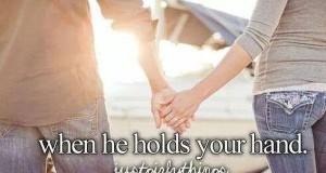 Kiedy on trzyma Twoją rękę