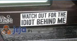 Uwaga, idiota za mną