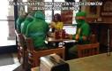 Żółwie ninja przebrane za zwykłych ziomków udających żółwie ninja