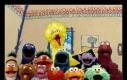 Elmo jako jedyny stał jak wryty