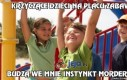 Krzyczące dzieci na placu zabaw