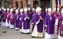 Biskupi też?
