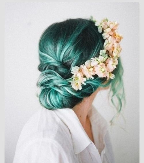 Ciemno niebieskie włosy