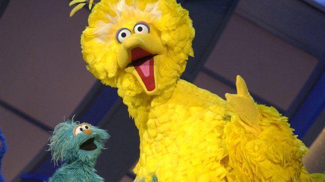 Wielki żółty ptak z Ulicy Sezamkowej